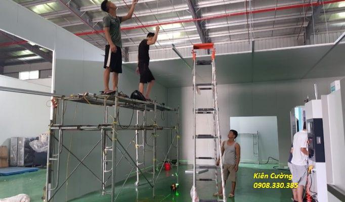 ngăn phòng nhà xưởng  bằng tấm vách panel